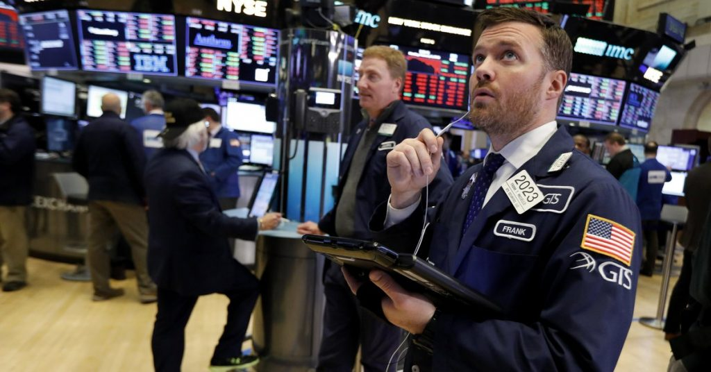 Wall Street: The Dow Jones and S&P 500 indexes broke new shutdown records driven by technology companies