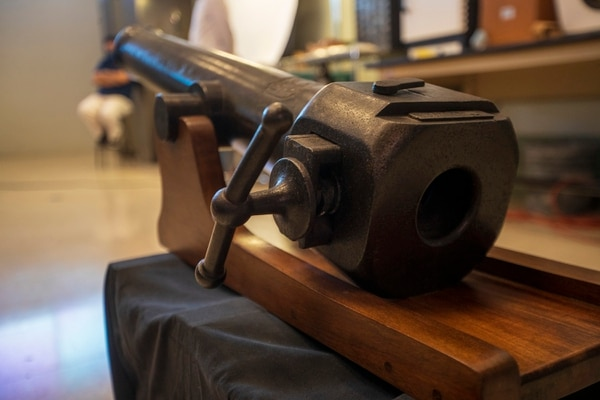This gun was perhaps one of the first to have the back-loading technology.  This was done before the tech innovators sold it to a large arms company.  The weapon was intended for former president Thomas Guardia.  Photography: Jose Cordero
