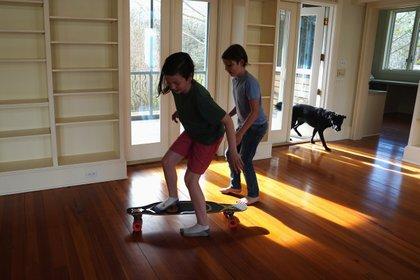 Treadmills are dangerous for children.  To match a special report by HEALTH-CORONAVIRUS / Reuters students / Ilana Panisch Linsmann