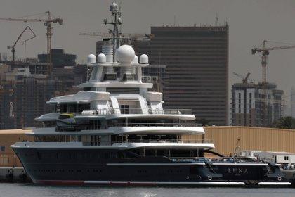 Luna yacht for the Russian oligarch Farkad Akhmetov in Port Rashid in Dubai (Reuters / Christopher Pike)