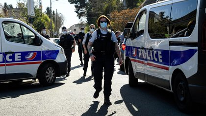 The attack occurred around 2:20 p.m. (12:20 GMT) at the entrance to the police station in this city of 26,000 people (AFP).