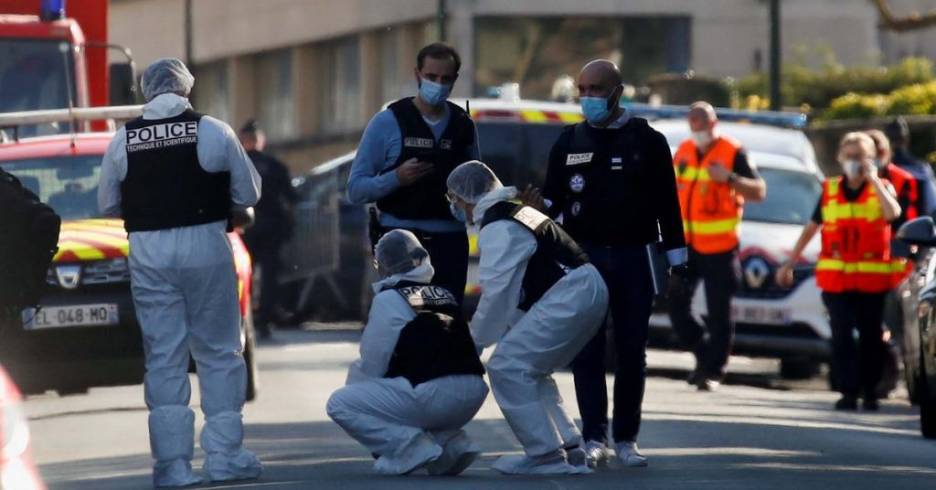 A terrorist killed a police officer with a knife at the door of a police station near Paris