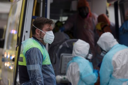 A month ago, Chile has witnessed the most dangerous moment in the second wave of the Covid-19 pandemic, which worsened after the summer holidays and put the hospital system to the test.  EFE / Alberto Valdes / Archive