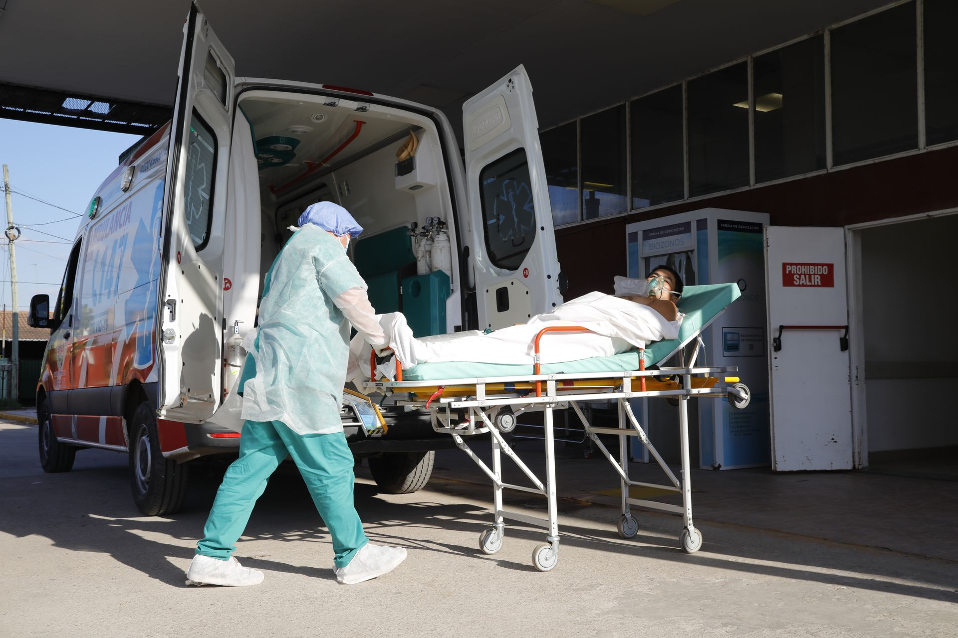 Augusto Spinola, who has been diagnosed with Covid-19, arrives in an ambulance after receiving a CT scan.  Trained in intensive care at Domingo Angio Municipal Hospital, by José C. Paz
