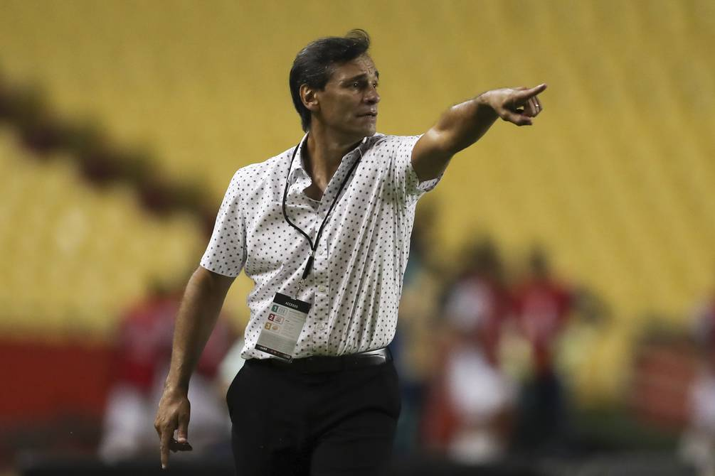 """Barcelona player Fabian Bustos said: """"We are not left behind, we will try to attack Santos""""    Football  Sports"""