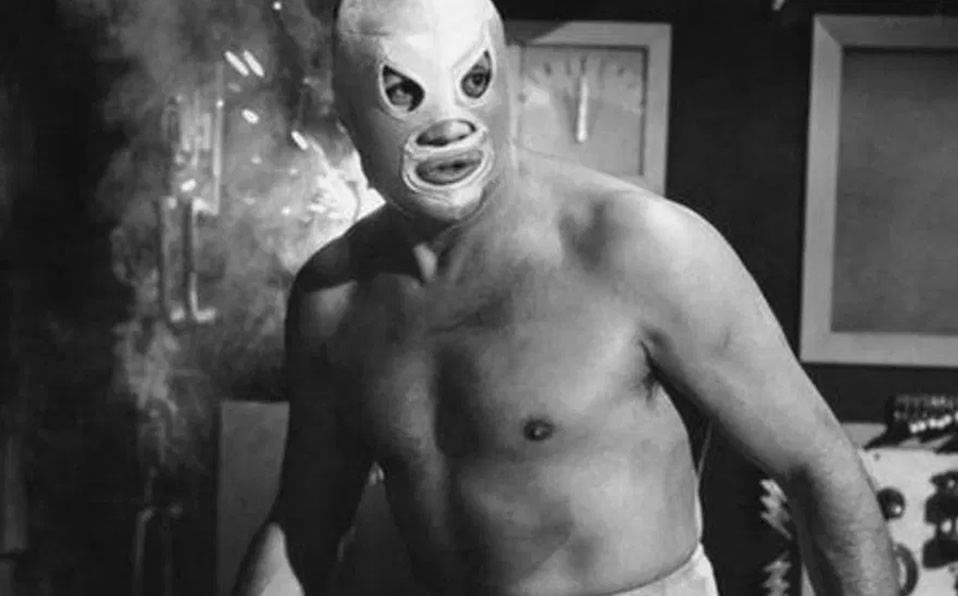 How expensive are the cars that appear in the El Santo movies?