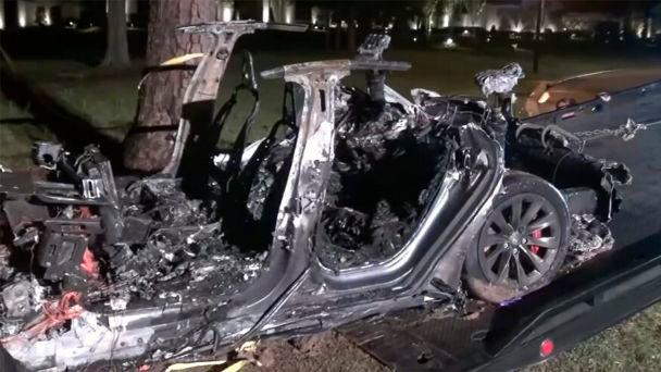 "Tesla car accident ""with no one behind the wheel"" kills two people in the United States"