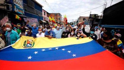 Juan Guido marches on May 1 (gujguaido)