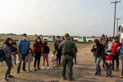 Asylum seekers waiting to cross the Rio Grande to Texas (Reuters)