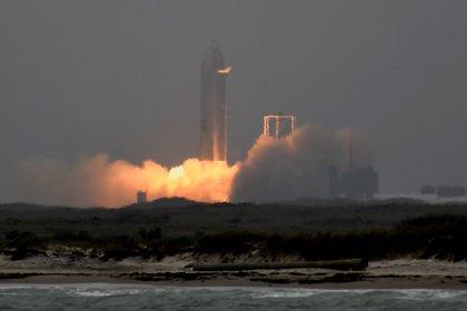 Spacecraft missile during takeoff.  Reuters / Jane Blevins