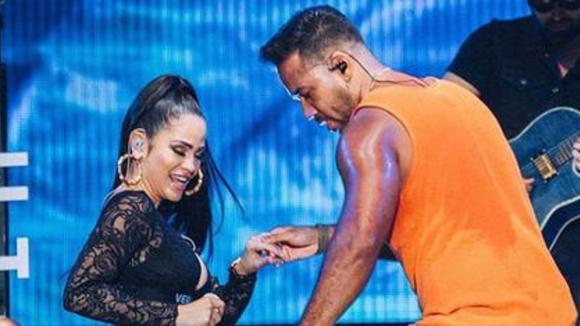 Natti Natasha dances with Romeo Santos