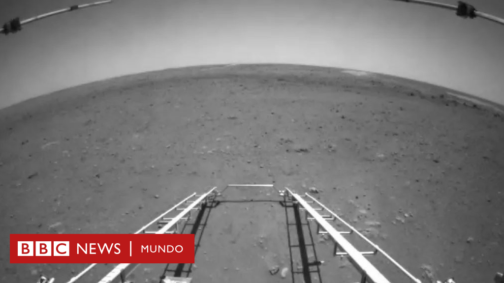 The first pictures taken by Zhurong, the robot from China that landed on Mars