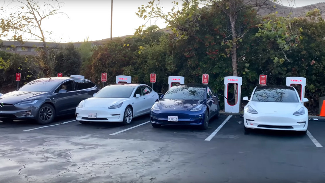"""Video shows """"The basic problem"""" From Tesla fast charging stations"""