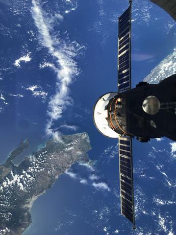 Astronauta ruso agradace la invitación de Abinader a RD
