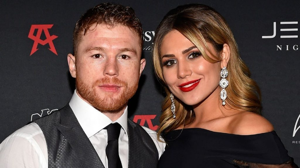 Canelo marries at Guadalajara Cathedral and makes a noise