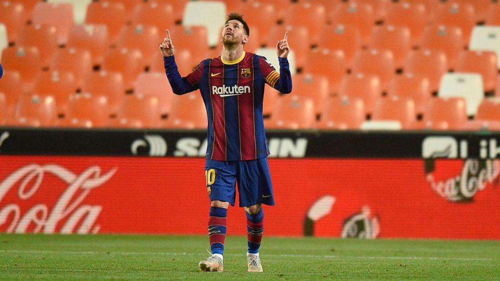 Leo Messi celebra uno de sus goles en Valencia