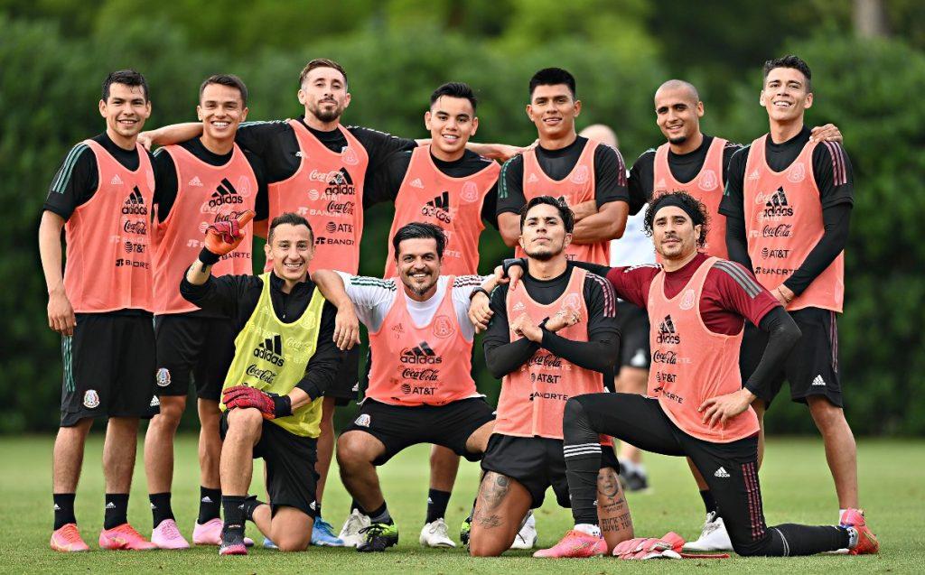 Mexico vs Iceland.  El Tri del Tata Martino goes with alternate 11