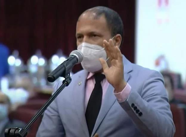 Diputado contagiado provoca salida de sus colegas de la sesión