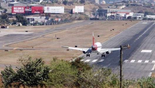 Toncontín restarted operations after protests by aviation personnel