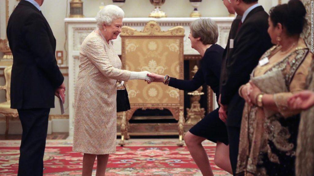 The protocol you should follow when meeting Queen Elizabeth