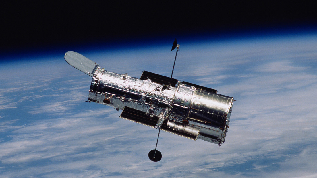 NASA continues to work on resolving a computer glitch in the Hubble Space Telescope's payload
