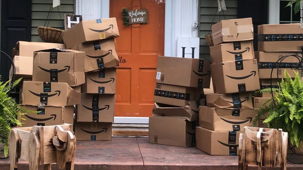 A woman donates the contents of 150 packages she received by mistake to hospitals