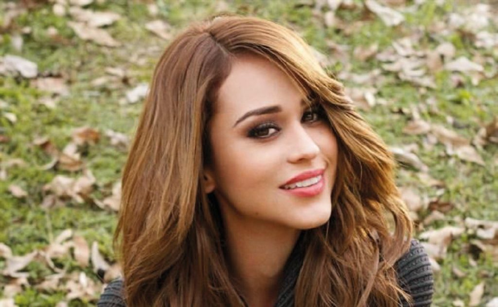 Bubble and wet, Yanet Garcia shows her magic