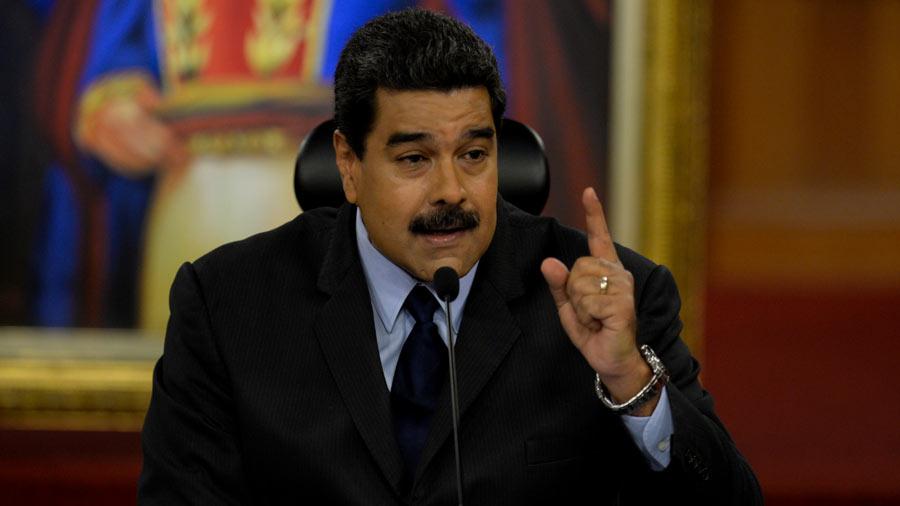 Bukele copied Maduro.  In 2019, the Venezuelan dictator gave $30 of petroleum to workers