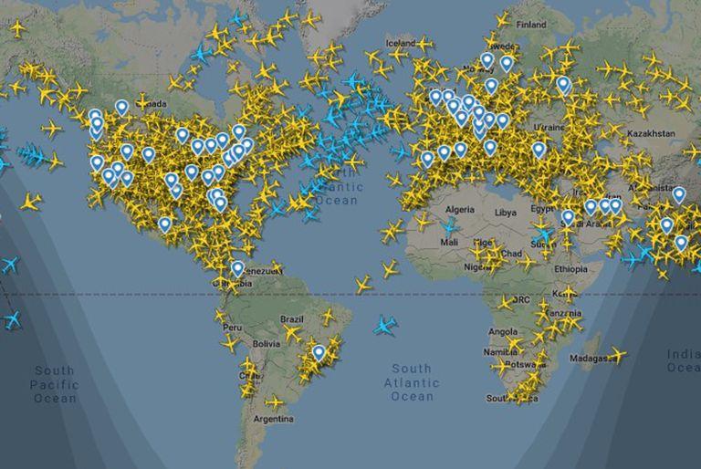Imagen de FlightRadar24, de hoy por la mañana, muestra el tráfico aéreo. La Argentina limitó el ingreso de pasajeros a 600 personas por día