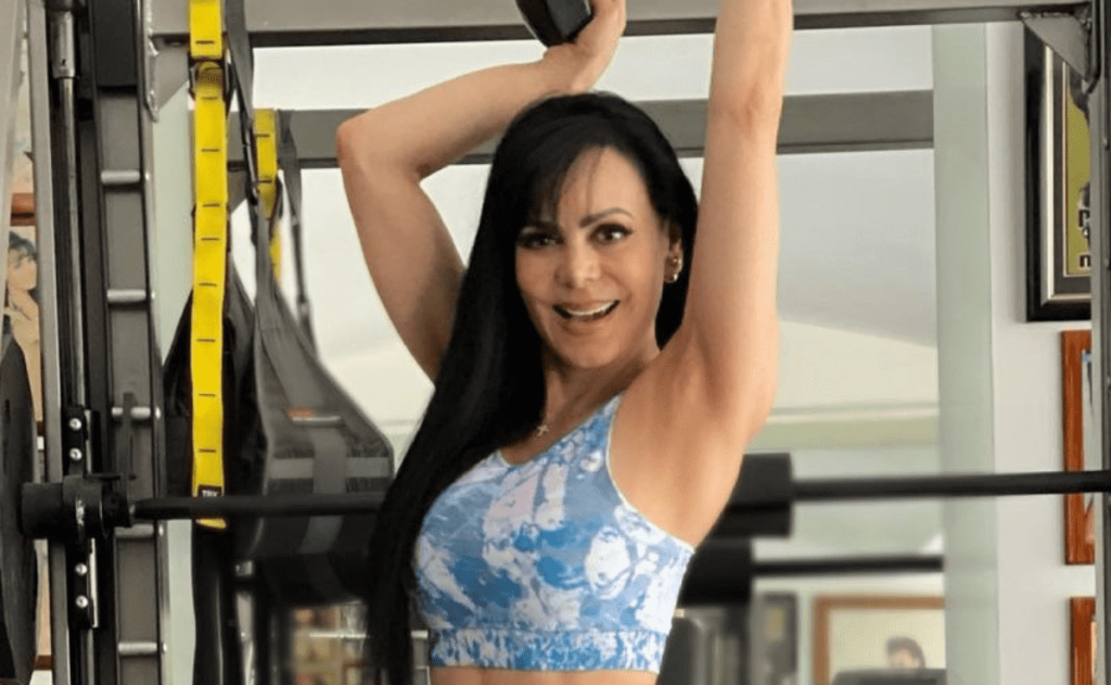 Maribel Guardia shines in her own light, in her gorgeous dress