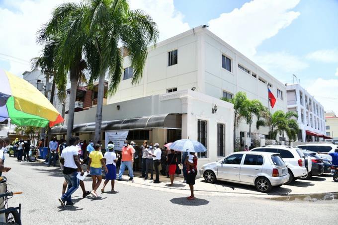 Más de 50 mil ciudadanos haitianos residentes en RD han recibido cédula de su país