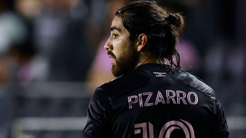 Rodolfo Pizarro, with few options to return to Chivas