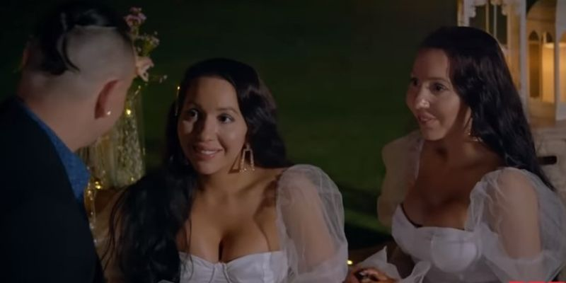 The 'world's most similar' twins are engaged to boyfriend صديق