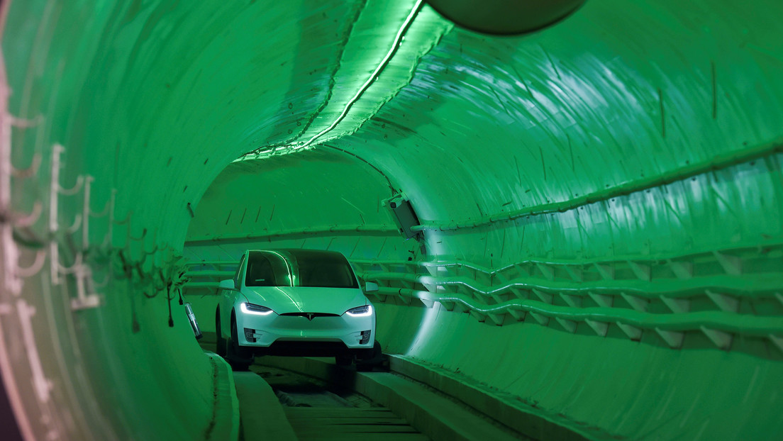 Tesla traveling at 50 km/h in a tunnel: First look at Elon Musk's underground transportation system in Las Vegas (VIDEOS)