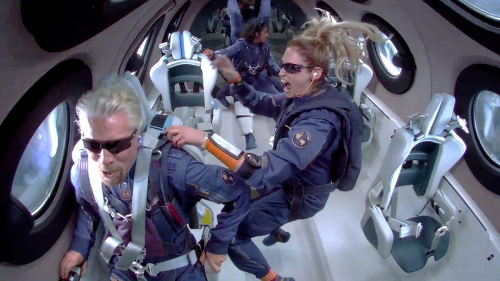 """Branson plantea la posibilidad de construir un """"hotel en la Luna"""" tras su primer vuelo espacial"""