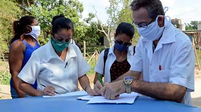 Más de 380 graduados de diferentes especialidades tras aprobar su ejercicio final en Universidad de Ciencias Médicas Carlos J. Finlay, de esta ciudad, apoyarán en breve al sistema de Salud de la provincia de Camagüey, ante la actual situación epidémica provocada por el rebrote de la COVID-19.