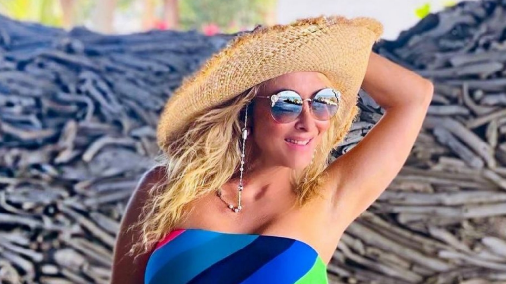 From the beach, Marco Antonio Solis' wife steals all eyes with her personality