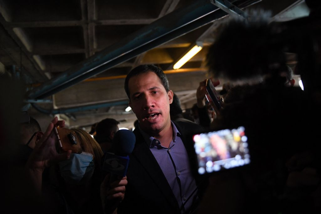 Guaido denounces that they surrounded his house and tried to arrest him