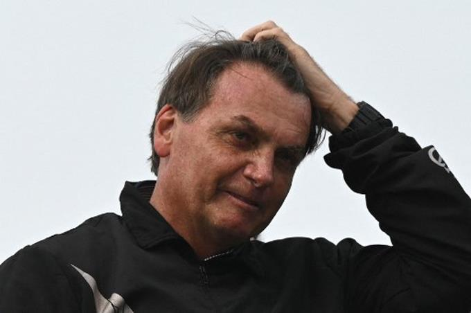Jair Bolsonaro was hospitalized with hiccups and abdominal pain