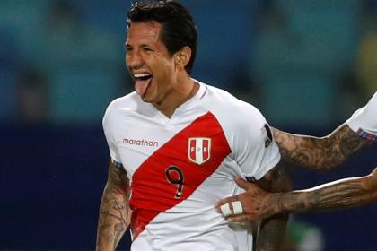 Peru's top scorer Gianluca Lapadula: The day he proposed on a football pitch |  Video |  Football Curiosity
