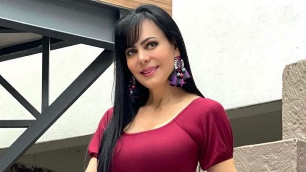 Sparkling in blue, Maribel Guardia looks younger every day and steals heads