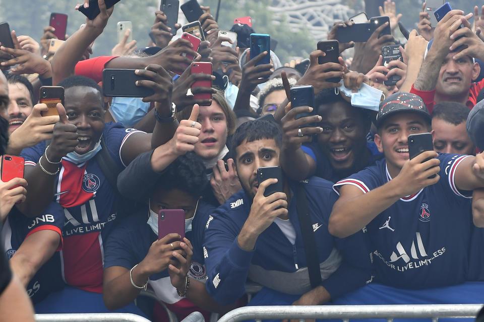 PARIS, FRANCE - AUGUST 11: Fans celebrate Lionel Messi's meeting in front of the stadium after Paris Saint-Germain's press conference at the Parc des Princes on August 11, 2021 in Paris, France.  (Photo by Aurelien Meunier - PSG/PSG via Getty Images)
