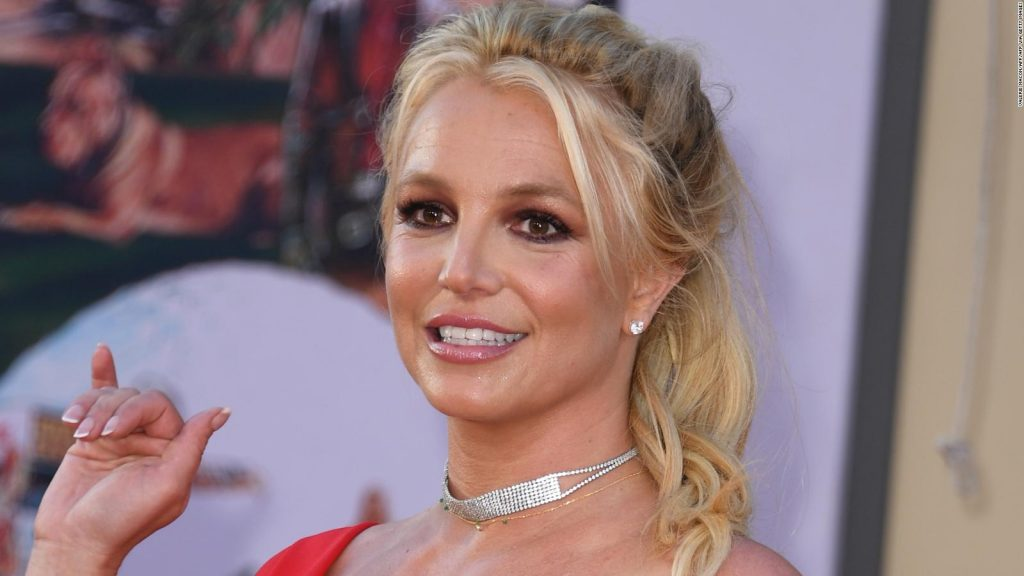 Britney Spears explains the reason behind her 'topless' posts