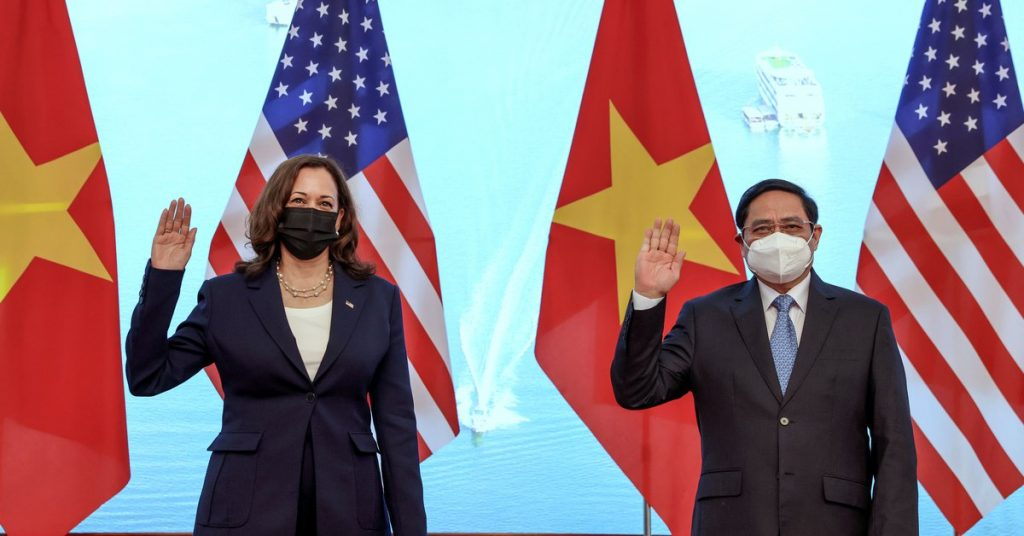 "Kamala Harris begins her visit to Vietnam: ""We have to find ways to put pressure on Beijing"""