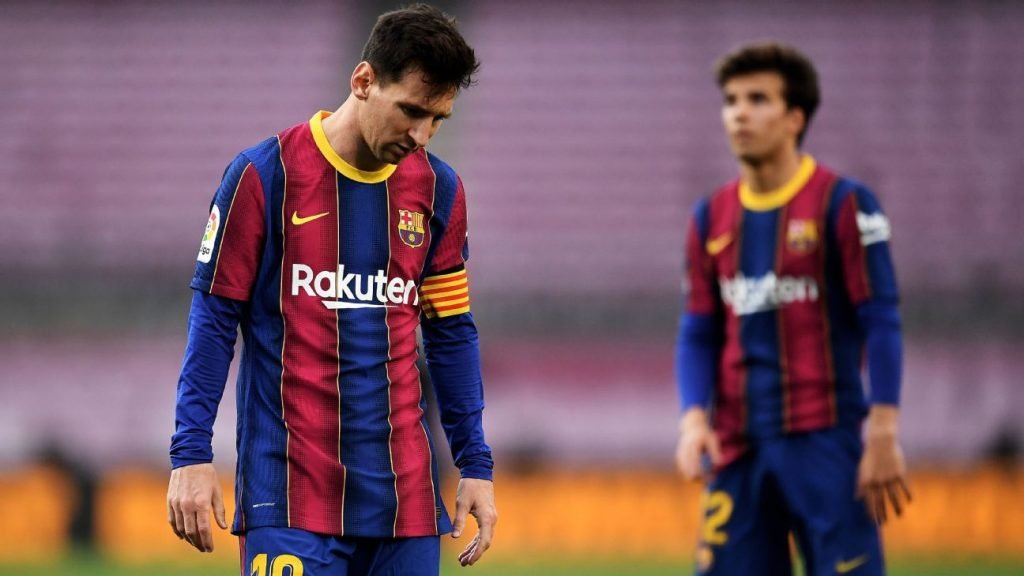 """Lionel Messi's reign at Barcelona ends, declaring that he will not """"continue his association"""" with the club"""
