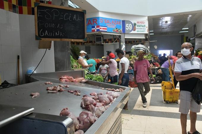 Comerciantes: Venta de carne de cerdo se mantiene, mientras escasea el pollo