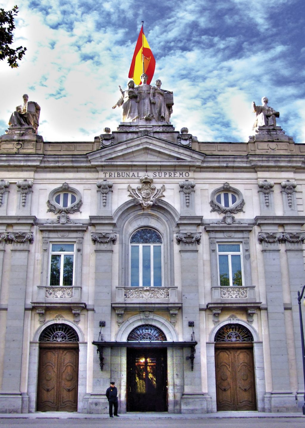 Spain's Supreme Court has decided that it is up to doctors, not nurses, to license and provide care in the field of aesthetic medicine.