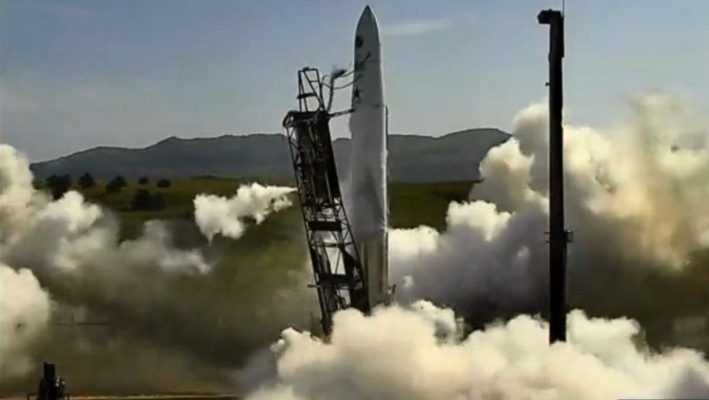 VIDEO: El cohete de una 'startup' estadounidense 'se marcha' de la plataforma de lanzamiento por una falla de motor en el momento del despegue