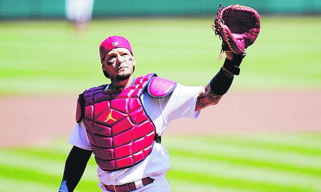 Yadir Molina extends his contract for another year in the major leagues