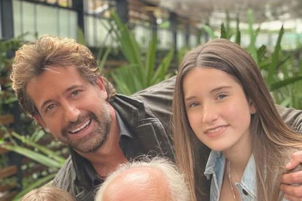 Wanting to share the production set with his daughter will have to wait a few years (Photo: Gabriel Soto/Instagram)